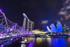 Puente de la hélice a Marina Bay Hotel fotos de archivo libres de regalías