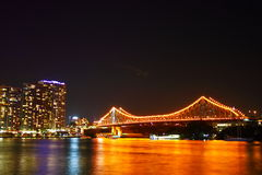 Puente de la historia de Brisbane en la noche imagen de archivo libre de regalías