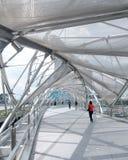 Puente de la hélice, línea de costa de la bahía del puerto deportivo, Singapur Imagenes de archivo