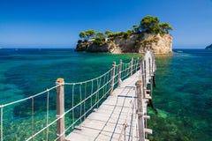 Puente de la isla sobre el mar Imágenes de archivo libres de regalías
