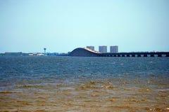 Puente de la Mediados de-bahía Imagen de archivo