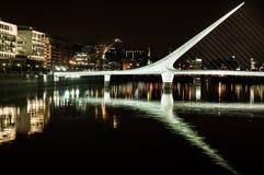 puente de la mujer стоковое изображение