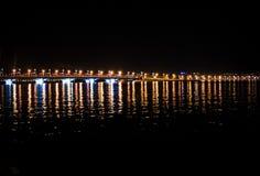 Puente de la noche en la ciudad Fotos de archivo