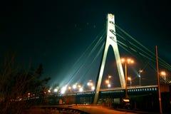 Puente de la noche, Kiev, Ucrania Fotografía de archivo