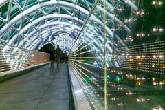 Puente de la paz Construcción de acero y de cristal Foto de archivo