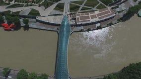 Puente de la paz de la fotografía aérea en Tbilisi almacen de video
