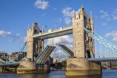 Puente de la torre abierto Fotografía de archivo libre de regalías