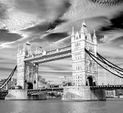 Puente de la torre de la atracción de la señal de la ciudad de Londres imagen de archivo