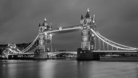 Puente de la torre blanco y negro Imagen de archivo libre de regalías
