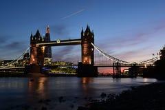 Puente de la torre de Londres después de la puesta del sol Imagen de archivo libre de regalías