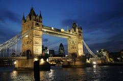 Puente de la torre de Night Imagenes de archivo