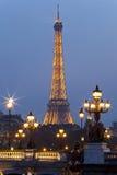 Puente de la torre Eiffel y de Alexander III. París. Foto de archivo libre de regalías
