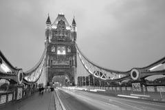 Puente de la torre en blanco y negro Fotografía de archivo libre de regalías