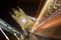 Puente de la torre en la noche Imagenes de archivo