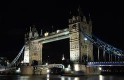 Puente de la torre en la noche Fotos de archivo
