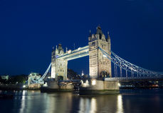 Puente de la torre en la oscuridad fotos de archivo libres de regalías