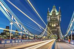 Puente de la torre en Londres en la noche Imagen de archivo libre de regalías