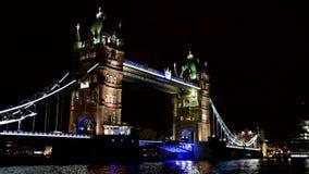 Puente de la torre en Londres Reino Unido metrajes