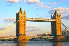 Puente de la torre en puesta del sol Foto de archivo libre de regalías