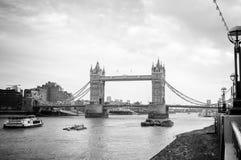 Puente de la torre, Londres, negro Imágenes de archivo libres de regalías
