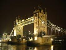 Puente de la torre por noche Fotografía de archivo libre de regalías