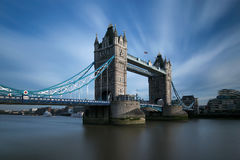 Puente de la torre a través del río Támesis imagen de archivo libre de regalías