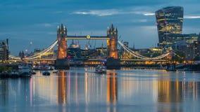 Puente de la torre y calle de 20 Fenchurch de Bermondsey, Londres, Inglaterra Imágenes de archivo libres de regalías