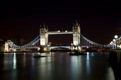 Puente de Londres en la noche Fotografía de archivo libre de regalías