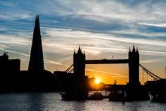 Puente de Londres y el casco en la puesta del sol en Londres Fotografía de archivo libre de regalías
