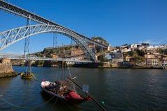 Puente de los Dom Luis I en Oporto fotografía de archivo