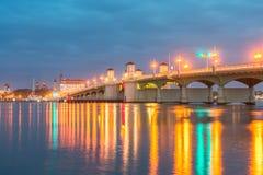 Puente de los leones que cruzan el canal intracostero atlántico en St Augustine histórico, FL Imagenes de archivo
