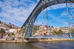 Puente de Luis I y río del Duero en Oporto, imagenes de archivo