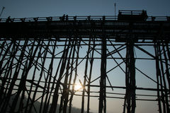 Puente de LUNES que sorprende en Tailandia foto de archivo