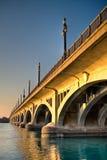 Puente de MacArthur (isla de la belleza) en la puesta del sol en Detroit Fotografía de archivo libre de regalías