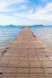 Puente de madera al mar en Sattahip Fotografía de archivo