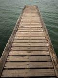Puente de madera de la playa al mar, primer Foto de archivo libre de regalías