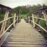 Puente de madera del camino Imagen de archivo