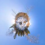 Puente de madera del panorama 360 esféricos sobre un río en el invierno Fotos de archivo