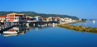 Puente de madera en la ciudad de Lefkada Grecia fotografía de archivo libre de regalías