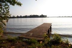 Puente de madera en los lagos Fotografía de archivo