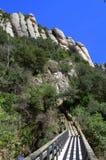 Puente de madera en Montserrat Mountain, España Fotografía de archivo libre de regalías
