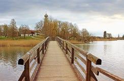 Puente de madera en paisaje ilustrado Imagen de archivo