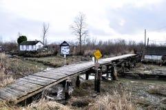 Puente de madera a la herencia y al Wetlan de Slough del Finn Fotografía de archivo