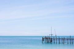 Puente de madera la opinión del mar Imagenes de archivo