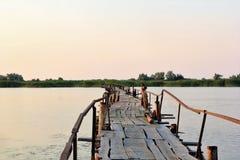 Puente de madera largo Imagen de archivo