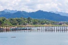 Puente de madera largo, el mundo ningún 2 Imagenes de archivo