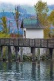 Puente de madera, manera de San Jaime, lago Zurich, Suiza Foto de archivo