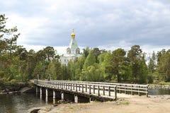 Puente de madera a Nicholas Hermitage foto de archivo