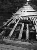 Puente de madera raquítico Imágenes de archivo libres de regalías