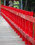 Puente de madera rojo Fotografía de archivo